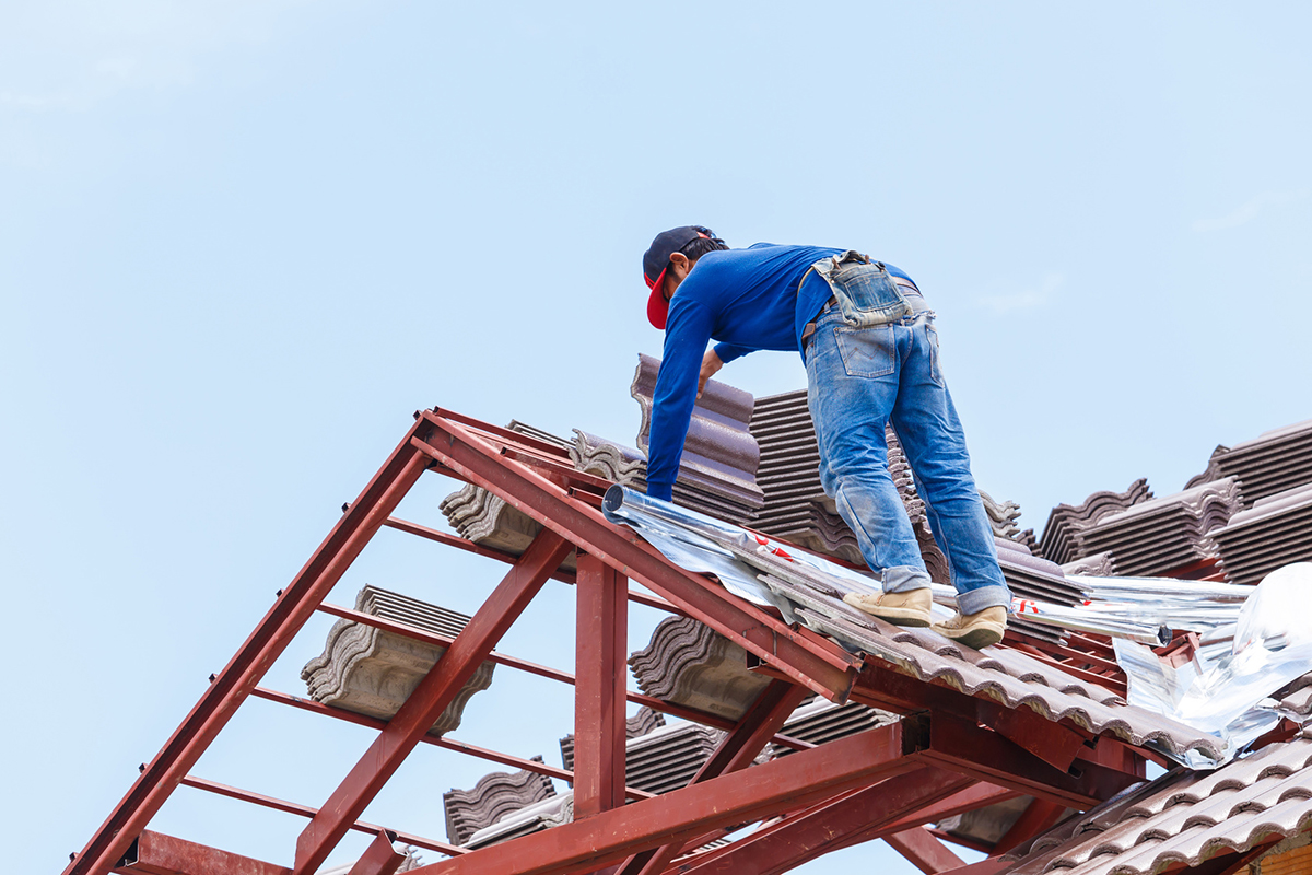Why You Should Hire Professionals For Commercial Roofing