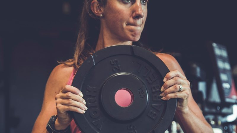 Reasons Why Lifting Weights in The Gym is Much Better